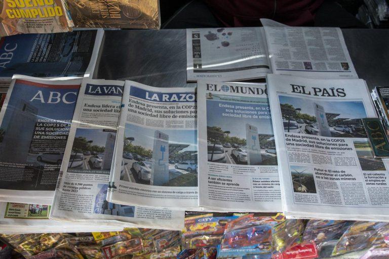 Endesa, empresa líder en emisiones contaminantes, compra la portada de los principales diarios