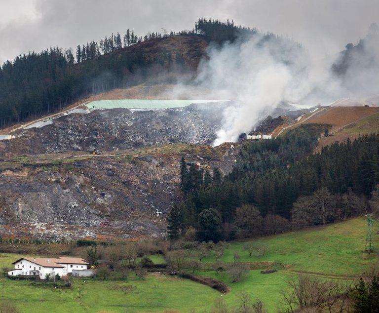El derrumbe de Zaldibar evidencia la falta de control sobre los vertederos en España